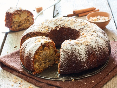 Лесен постен коледен сладкиш (кекс) с ябълки, орехи и канела (без яйца и мляко) - снимка на рецептата